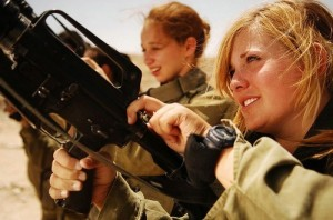 Female-Soldiers-Unload-their-Weapons