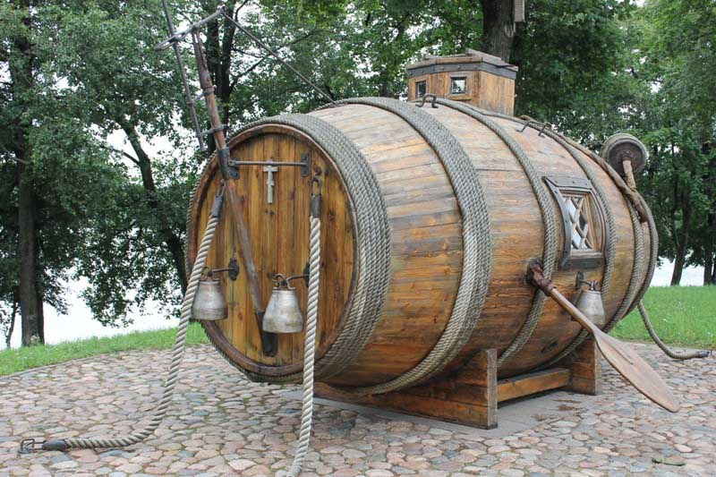 Ini tentu bukan asli kapal selam pertama. Tetapi salinan yang dibuat sama dengan aslinya