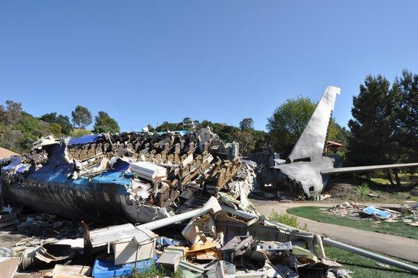 Sebuah 747 yang hacnur pada 2005 dapat dilihat di Universal Studios di Los Angeles.