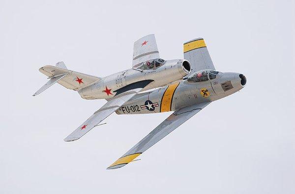 MiG-15 dan Sabre F-80 yang mirip