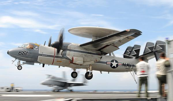 An E-2C Hawkeye with Carrier Airborne Early Warning Squadron 120 lands aboard George H.W. Bush. (Photo: Seaman Kevin J. Steinberg)