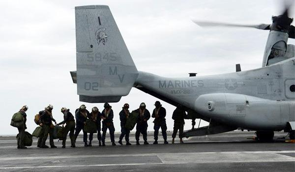 Sailors board an MV-22 Osprey from the Marine Tiltrotor Operational Test and Evaluation Squadron VMX-22 on the flight deck of George H.W. Bush. (Photo: Mass Communication Specialist Third Class Kevin J. Steinberg)