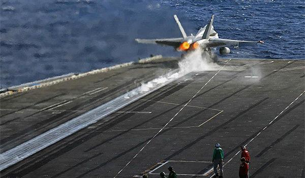 An F/A-18C Hornet with VFA-15 takes off from the flight deck of George H.W. Bush. (Photo: Lieutenant Juan Guerra)