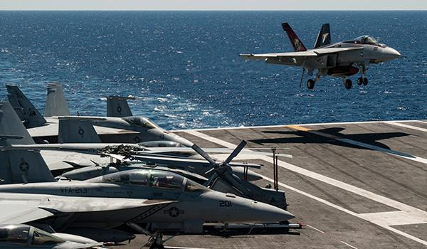 An F/A-18E Super Hornet with VFA-31 lands aboard George H.W. Bush. (Photo: Mass Communication Specialist Seaman Brian Stephens).