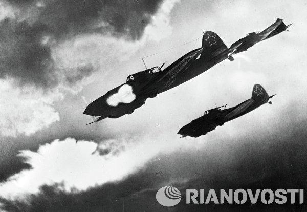 IL-2 pesawat Soviet menyerang Nazi selama Perang Dunia II