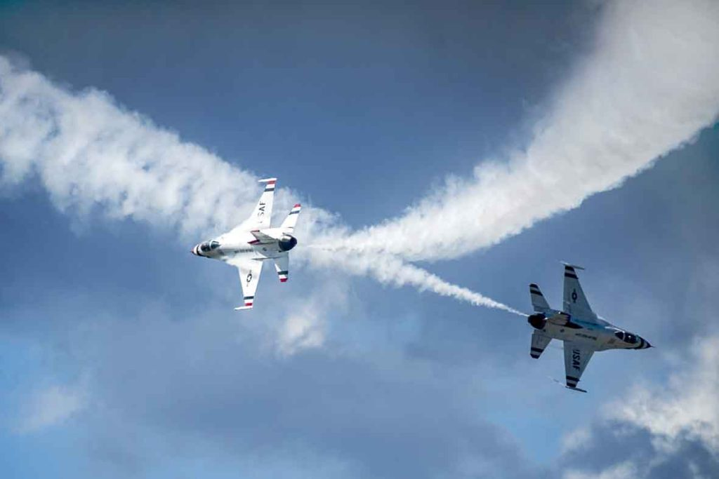 Thunderbirds solo pilots perform the Crossover Break Hit maneuver during a  practice show in Kalispell, Mont., Aug. 29, 2014.  (U.S. Air Force photo/Tech. Sgt. Manuel J. Martinez)