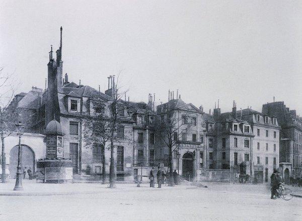 Penjara Fasad Saint-Lazare menghadap ke Faubourg Saint-Denis di Paris, di mana Mata Hari dipenjarakan pada bulan Februari 1917. Ilustrasi, 1912.