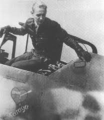 Letnan Kolonel Erich Hartmann, pemegang rekor tertinggi Ace yakni 352 kemenangan udara