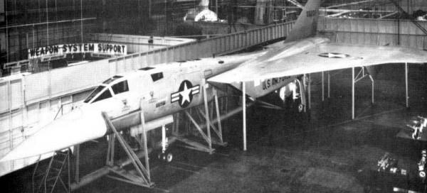 North-American-XF-108-Rapier