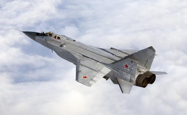 MiG-31 dengan radar sangat besar dan senjata banyak adalah interceptor sangat ampuh.