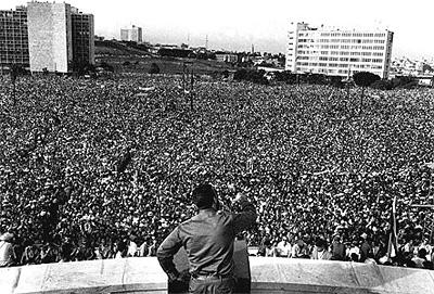 Fidel Castro di depan massa