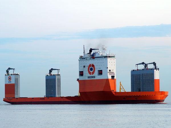 incredible-ships-02-0814-lgn