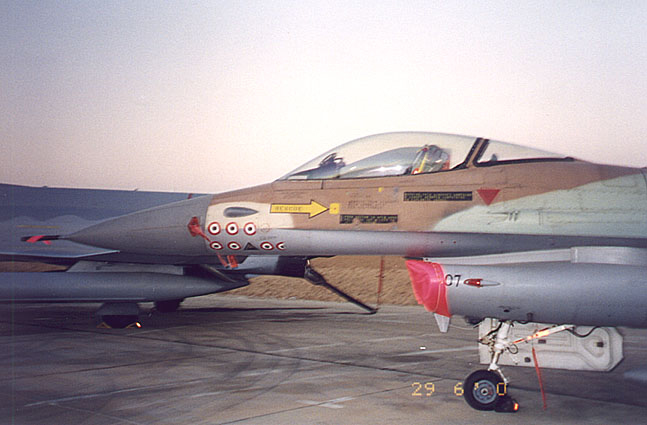 Membom Reaktor Nuklir Pesawat F-16A Israel ini adalah kedua dari delapan pesawat yang menjatuhkan bom pada reaktor Osirak di Irak Juni 1981. Pesawawat ini juga ikut dalam serangan fasilitas nuklir di Suriah