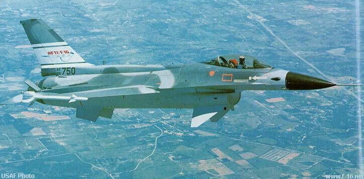Dorsal Spine Pada tahun 1982 pesawat Full-Scale Development (FSD) ke-6 dimodifikasi menjadi Advanced Fighter Technology Integration (AFTI), yang termasuk canards dari YF-16 CCV dan Dorsal Spine. Dorsal Spine akhirnya akan membuat beberapa model produksi F-16. Program pertama adalah Flight Control System Digital (DFCS) dimana total 108 penerbangan dieksekusi sampai Juli 1983.