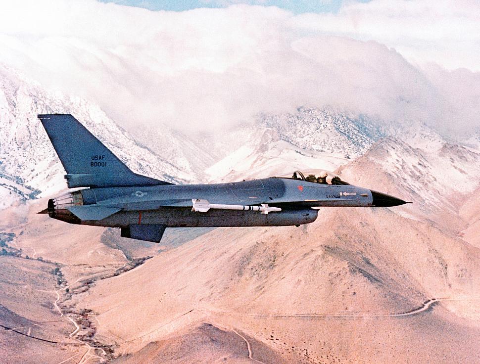 F-16 Pertama USAF Ini adalah F-16 adalah yang pertama yang keluar dari jalur produksi General Dynamics di Fort Worth, TX dan disampaikan ke USAF pada bulan Agustus 1978 dan dengan demikian menjadi produksi pertama F-16 yang akan dikirimkan di seluruh dunia. Pengiriman awal pergi ke 388 TFW di Hill AFB, di mana pelatihan pilot awal dilakukan