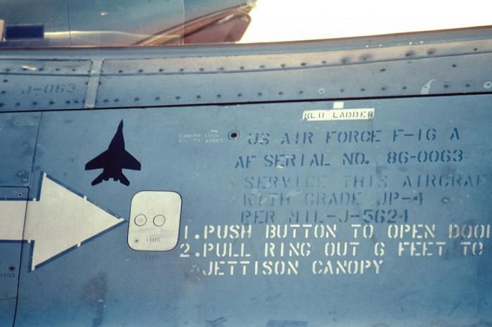 Menjatuhkan MiG Pada tahun 1999, Mayor. Peter Tankink dari Angkatan Udara Belanda mencetak kemenangan pertama pasca-Perang Dunia II dengan menjatuhkan sebuah MiG-29 Yugoslavia dengan AIM-120A AMRAAM. Gambar MiG pun ditempel di bawah kanopi