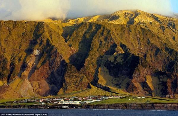 Tristan da Cunha, Saint Helena