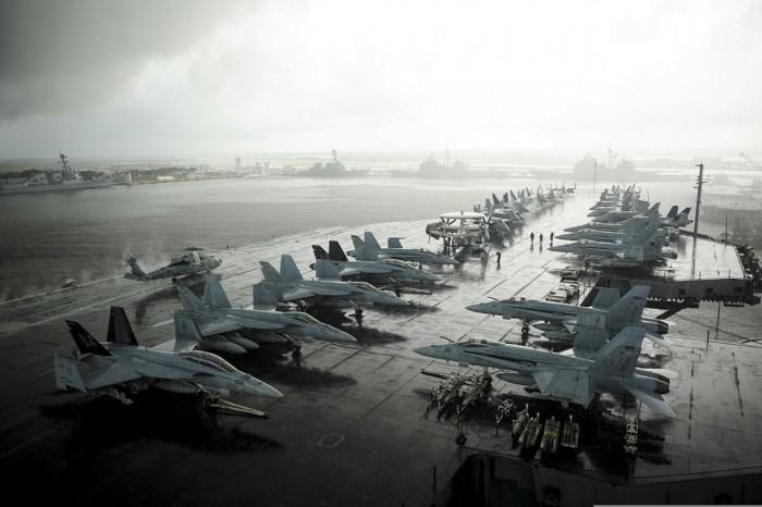 Kapal Induk USS Eisenhower