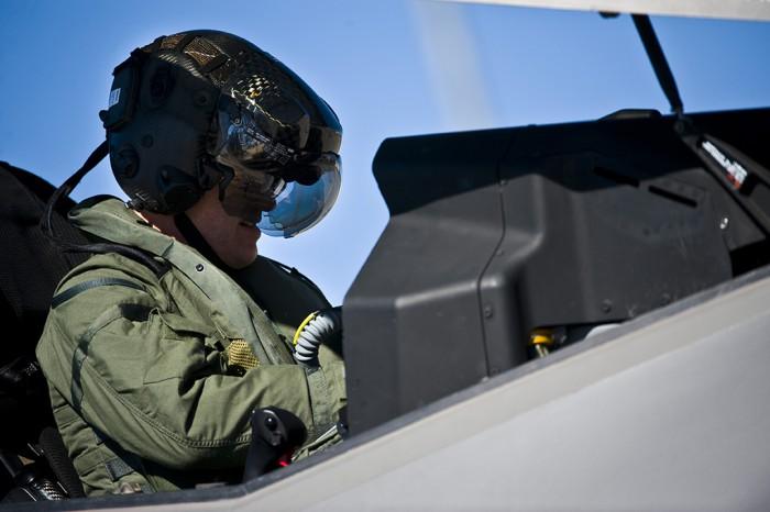 http://www.jejaktapak.com/wp-content/uploads/2015/07/F-35-pilot-close-up-e1436862917539.jpg