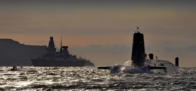 Kapal selam Nuklir Inggris HMS Vanguard di Naval Base Clyde, Faslane, Skotlandia