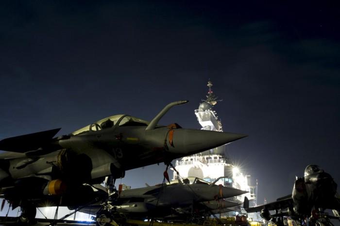 Jet tempur Rafale di Kapal Induk Charles de Gaulle