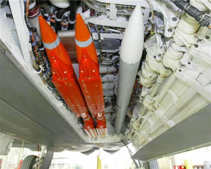 F-22_GBU39B_AIM-120_m02006120800117