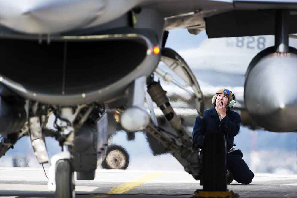 Maintainers put the fight in fighter at Souda Bay
