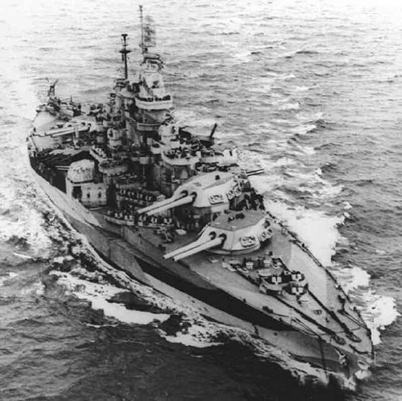 USS West Virginia saat kembali ke laut pada 1944