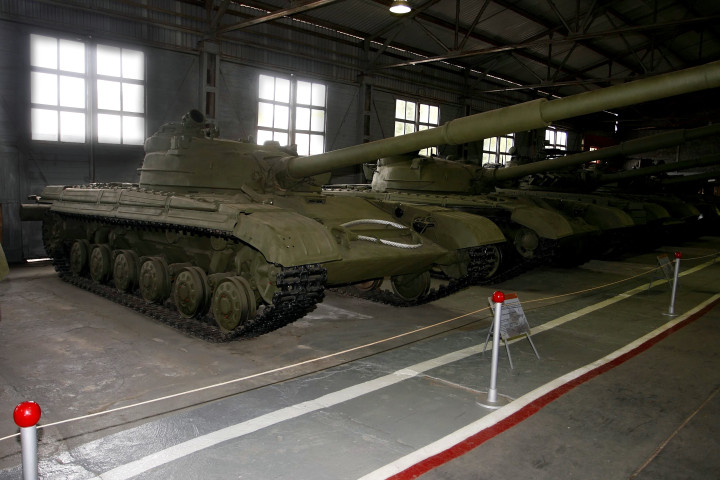 Object 172 yang menampilkan suspensi dan roda T-64 yang kemudian diganti dengan desain baru.