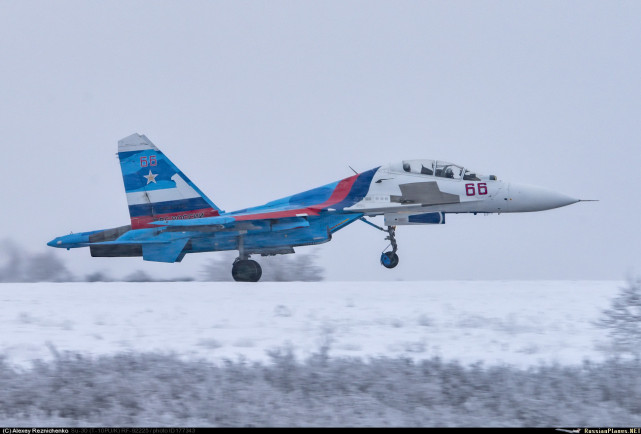 Su-30 tua dalam pelayanan RuAF, perhatikan gigi roda depan yang cuma tunggal.