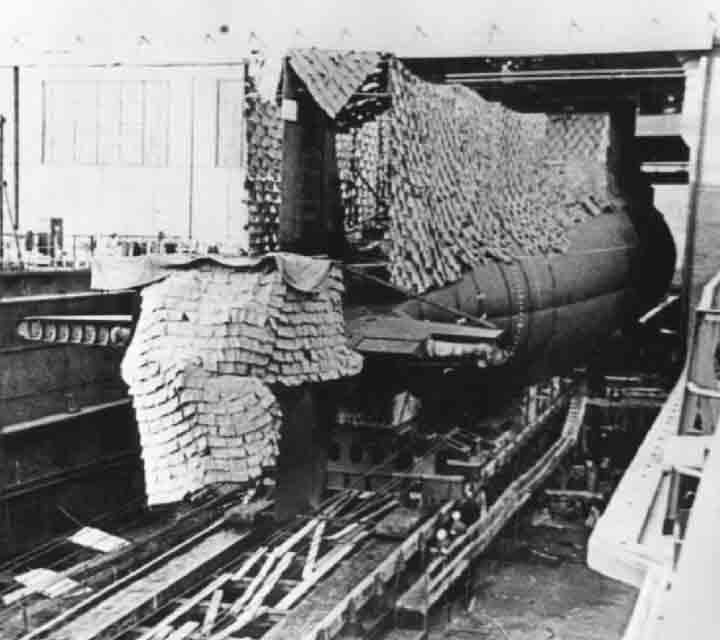 A Victor sedang diluncurkan dari galangan kapal Leningrad.