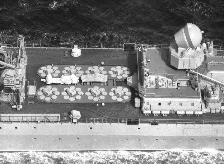 S300F di kapal Marsekal Ustinov. Kita bisa melihat Top Dome di gambar ini.