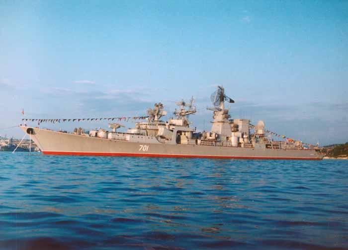 Azov, salah satu dari beberapa kapal penjelajah kelas Kara dibangun untuk Angkatan Laut Soviet
