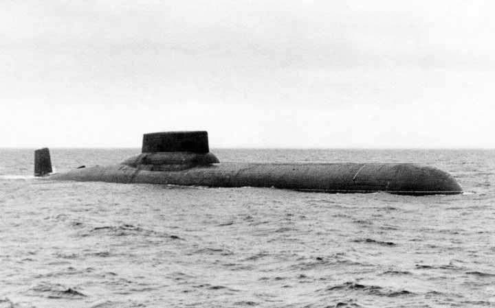 TK-208 terlihat selama uji laut pertama. Soviet sangat senang dengan desain revolusioner dan kinerjanya di bawah komandan pertama, yang juga terlibat dalam tahap desain dan konstruksi.