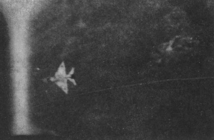 Diambil dari kamera meriam F-5E Sharifi-Rad pada 26 November 1980 yang menunjukkan saat-saat terakhir MiG-21bis Irak sebelum jatuh menghantam tanah. Koleksi foto Sharifi-Ra'ad