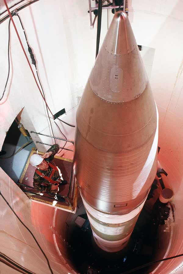 ICBM Minuteman III AS menggunakan bahan bakar padat / Business Insider