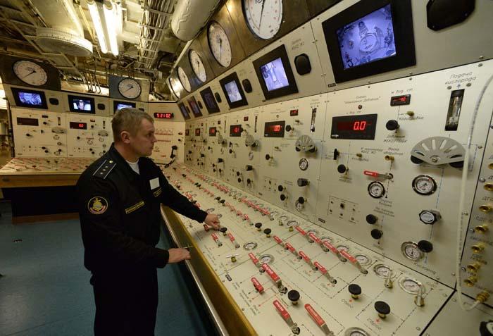 Peralatan canggih di dalam kapal