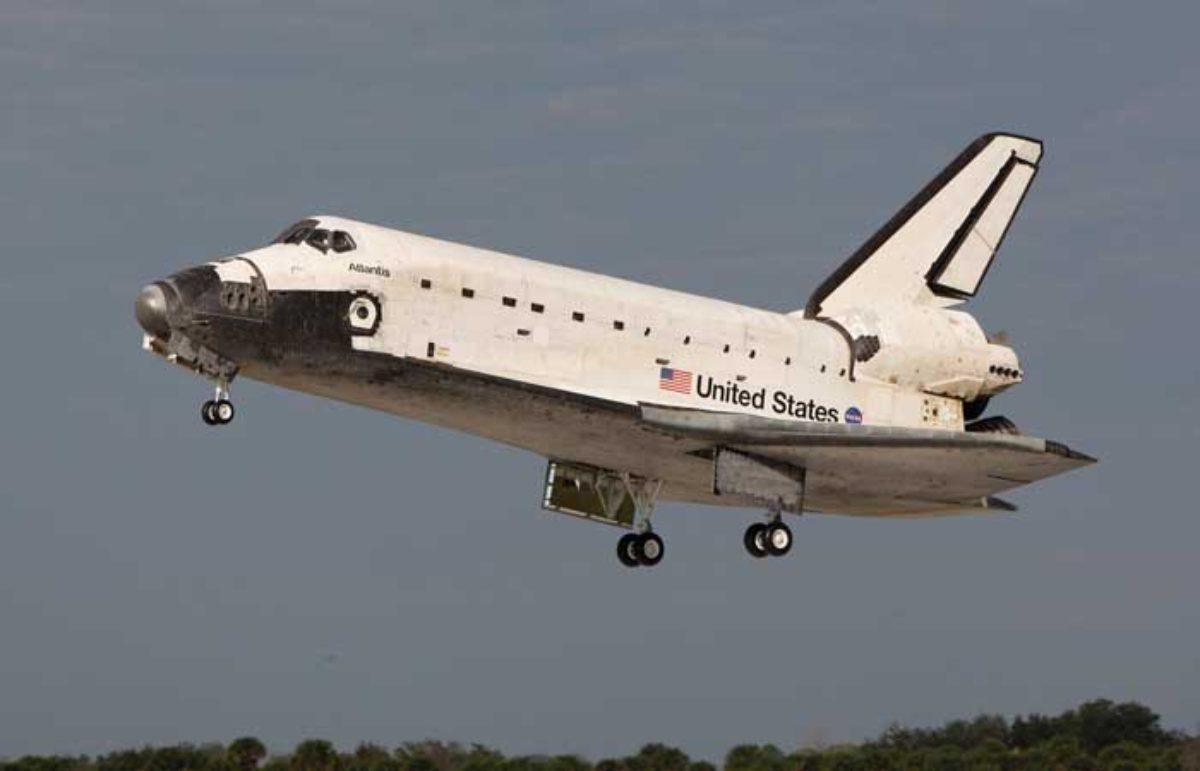 Tanpa Mesin Lalu Bagaimana Mendaratkan Pesawat Ulang Alik
